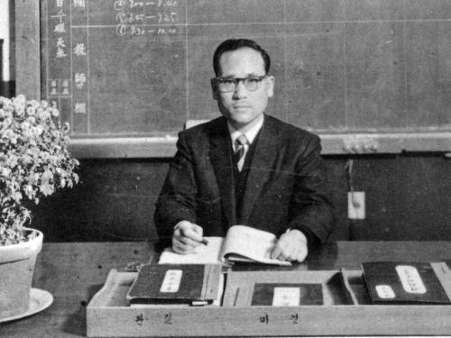 1958 설립자 김예환 교감선생님