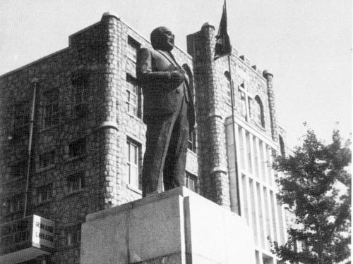 1977 설립자 김영순 장로님 동상